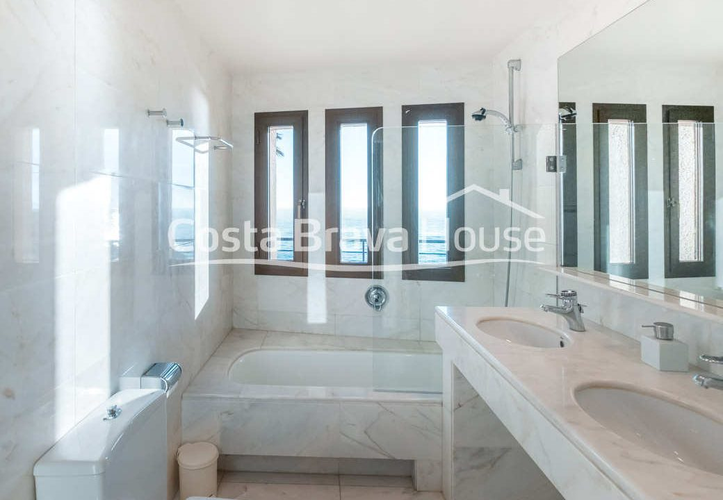 43-luxurious-seafront-house-in-sant-feliu-guixols