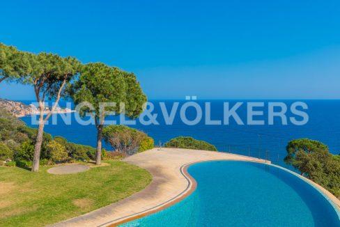 extraordinaria-villa-de-lujo-con-panorámicas-vistas-al-mar (1)