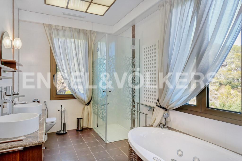 extraordinaria-villa-de-lujo-con-panorámicas-vistas-al-mar (27)