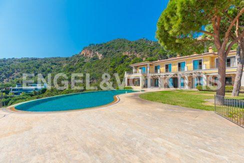 extraordinaria-villa-de-lujo-con-panorámicas-vistas-al-mar (3)