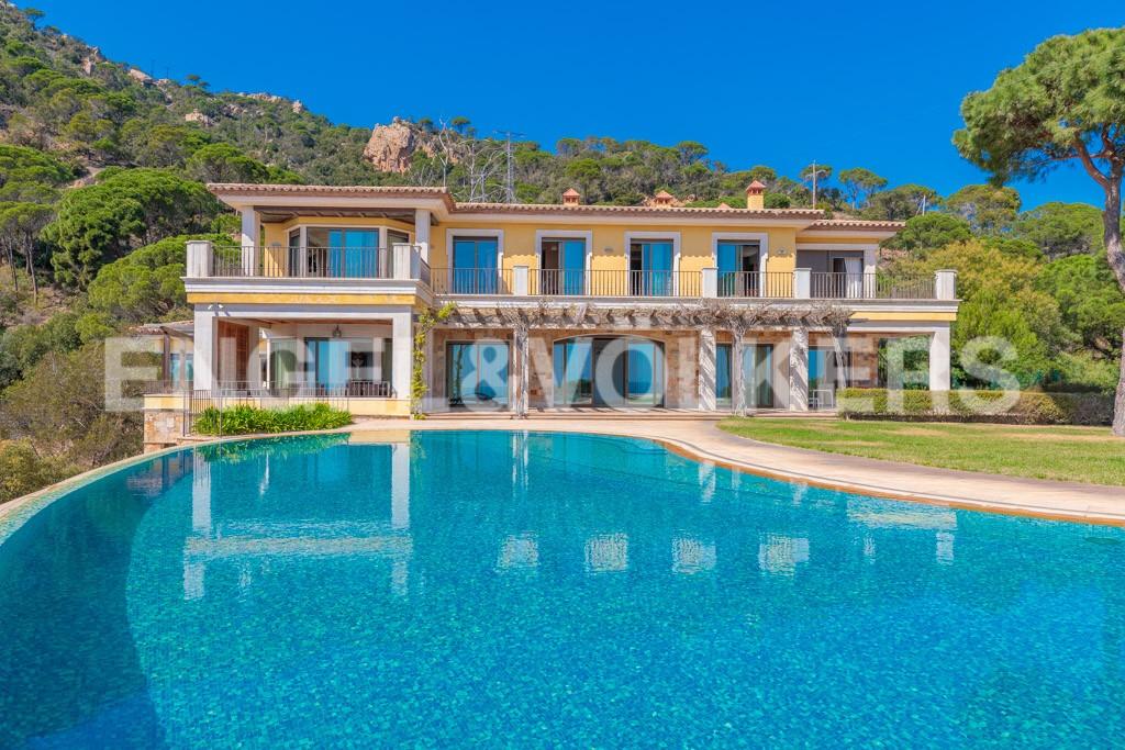 extraordinaria-villa-de-lujo-con-panorámicas-vistas-al-mar (4)