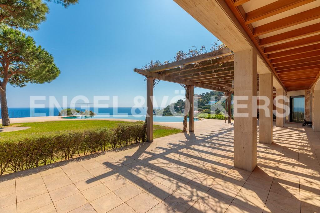 extraordinaria-villa-de-lujo-con-panorámicas-vistas-al-mar (6)