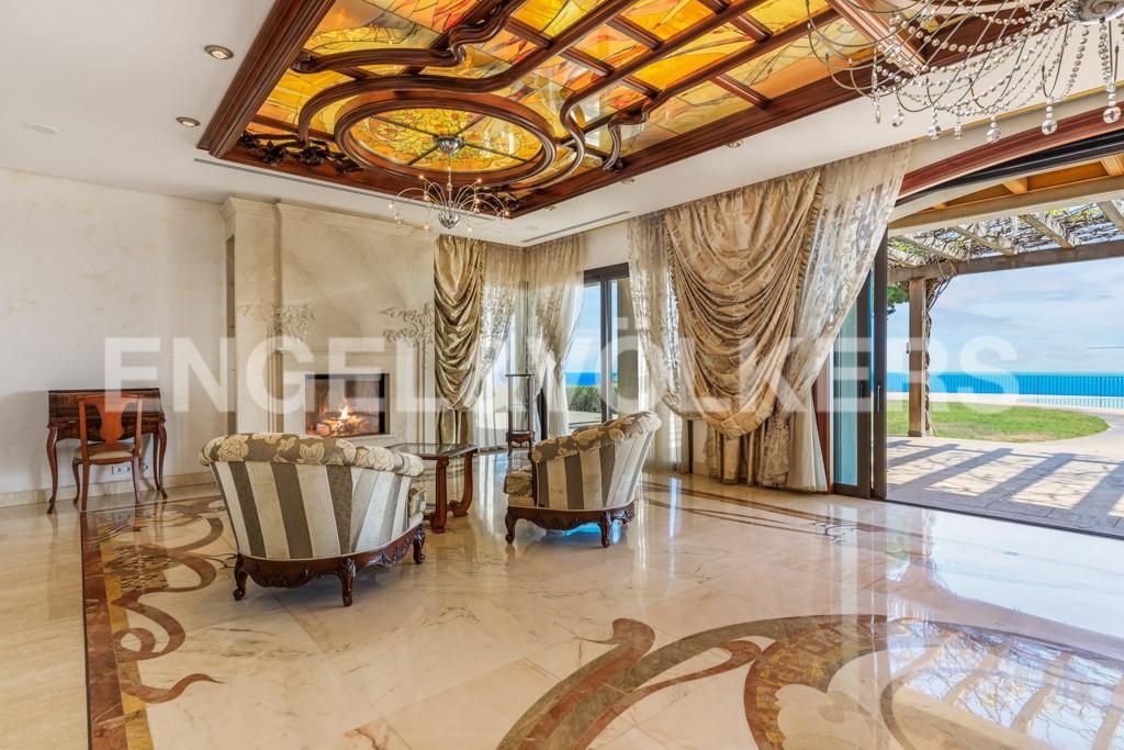 extraordinaria-villa-de-lujo-con-panorámicas-vistas-al-mar (7)