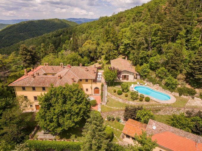 Portal Inmobiliario de Lujo en Dicomano, presenta chalet exclusivo venta en Florencia, villa premium para comprar y hogar independiente en venta en Toscana.