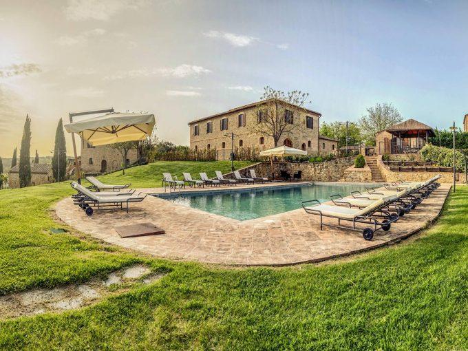 Portal Inmobiliario de Lujo en Siena, presenta chalet de lujo venta en Toscana, villa exclusiva para comprar y propiedad independiente en venta en Italia.