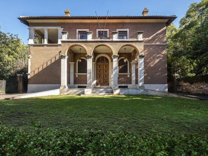 Portal Inmobiliario de Lujo en Roma, presenta lujoso chalet venta en Via Di Valle Delle Camene, propiedad exclusiva para comprar y casa de alta gama en venta en Italia.