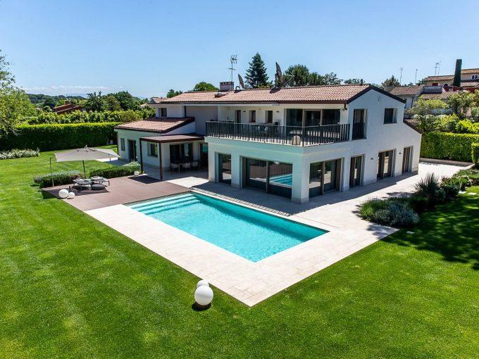 Portal Inmobiliario de Lujo en Roma, presenta chalet de lujo venta en Italia, villa lujosa para comprar y casa premium independiente en venta en Olgiata.