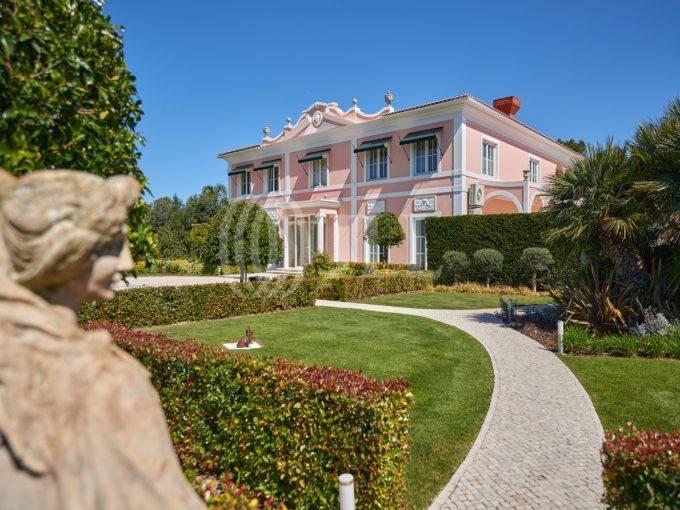 Portal Inmobiliario de Lujo en Cascais, presenta chalet exclusivo venta en Lisboa, propiedades de lujo para comprar y villas independientes en venta en Quinta da Marinha.