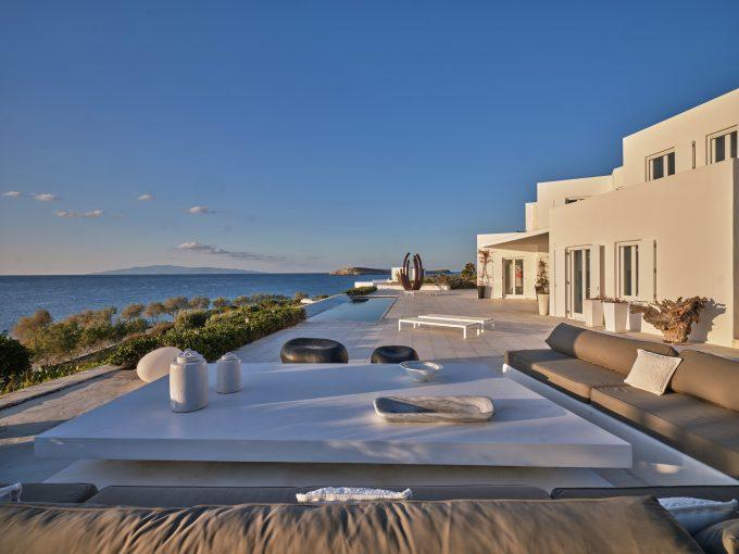 Portal Inmobiliario de Lujo en Paros, presenta finca exclusiva venta en Cícladas, inmueble de lujo para comprar y villa lujosa en venta en Egeo Meridional.
