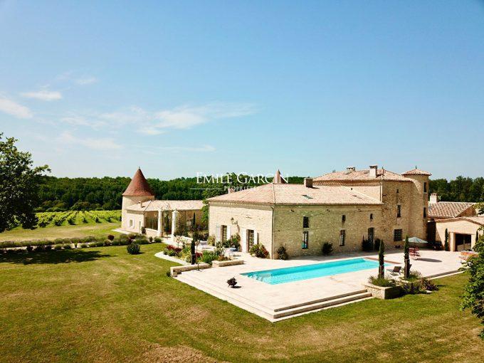 Portal Inmobiliario de Lujo en Burdeos, presenta chalet lujoso venta en Libourne, castillo de lujo para comprar y casas exclusivas en venta en Francia.