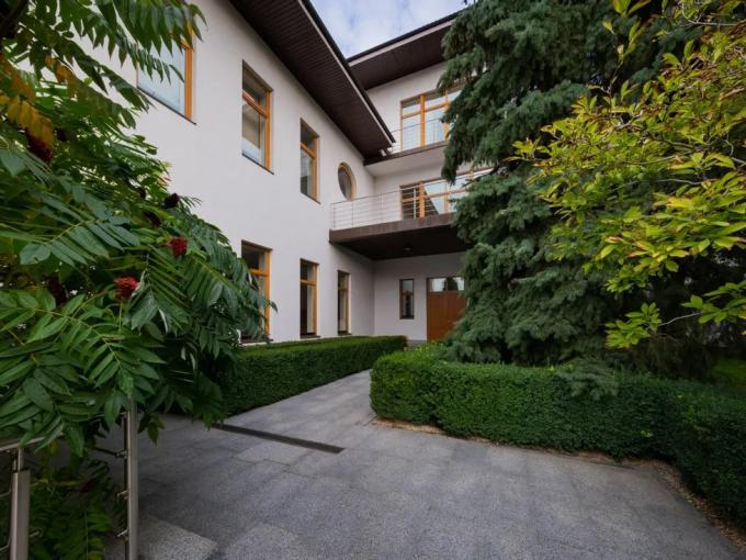 Portal Inmobiliario de Lujo en Kiev, presenta chalet lujoso venta en Pechersky, casa particular para comprar y propiedades exclusivas en venta en Ucrania.