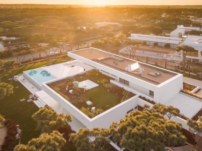 Portal Inmobiliario de Lujo en Loulé, presenta chalet exclusivo venta en Algarve, inmuebles lujosos para comprar y residencias independientes en venta en Vilamoura.