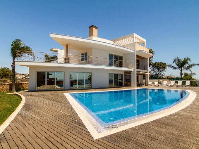 Portal Inmobiliario de Lujo en Albufeira, presenta chalet exclusivo venta en Algarve, propiedad deluxe para comprar y viviendas independientes en venta en Faro.