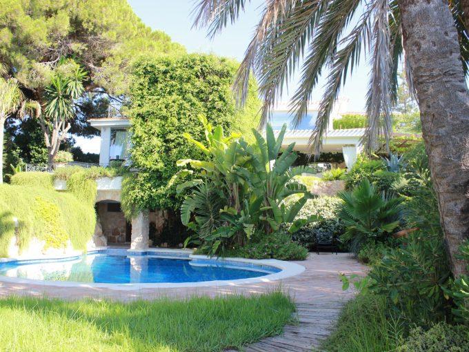 Portal Inmobiliario de Lujo en Cabo Roig, presenta villa de lujo venta en Alicante, chalet exclusivo para comprar e inmuebles exclusivas en venta en Costa Blanca.